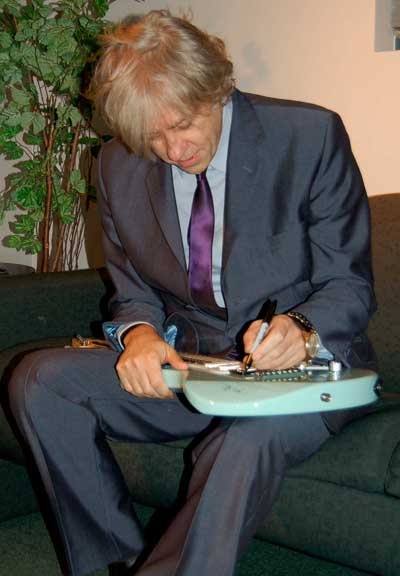 signing_guitar